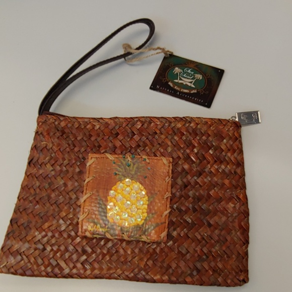 Sun & Sand Handbags - Sun & Sand straw Pineapple 🍍 clutch/wristlet